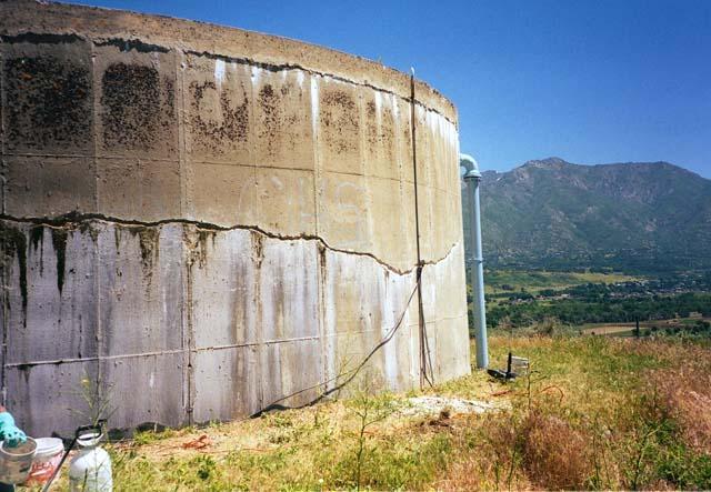 Резервуар для очистки воды Гидроизоляция и ремонт стен резервуара для очистки воды. Применяемые материалы Xypex Admix (137 м.куб. бетона).